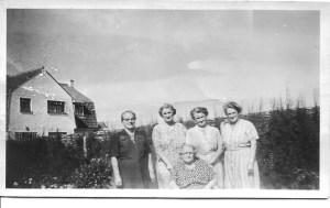 Rose, Annie, Olive, Grace (left to right standing) Edith, seated