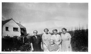 left to right Rose, Annie, Olive, Grace, seated Edie