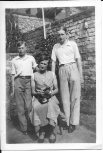 22 August 1937  Gordon Charles Dinnis, Annie Dinnis and Jack Dinnis