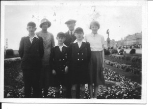 9 June 1935 Left to right: Jack, Annie, Ron, Joseph, Gordon and Nancy