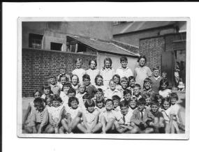 Gordon Charles Dinnis far left, middle row 3rd August 1933 Brighton