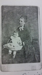 Fanny Dinnis and her daughter Edith in 1878