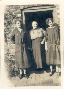 18 April 1924 Rose, Agnes and Olive Cleeve